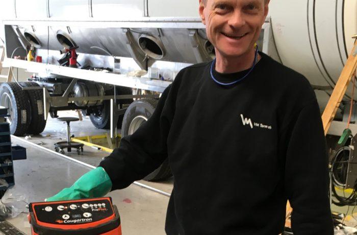 Jak duńska firma VM TARM zapobiega opóźnieniom w produkcji, dzięki zastosowaniu urządzeń COUGARTRON PROPLUS do czyszczenia spoin stali nierdzewnej
